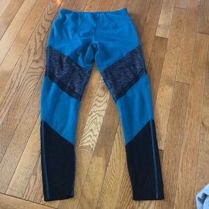 Yogalicious leggings size Small teal green & black